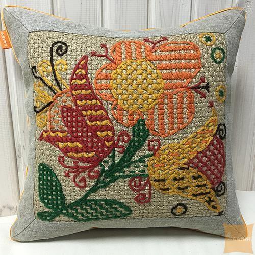 Декоративная вышитая подушка Сказочные цветы