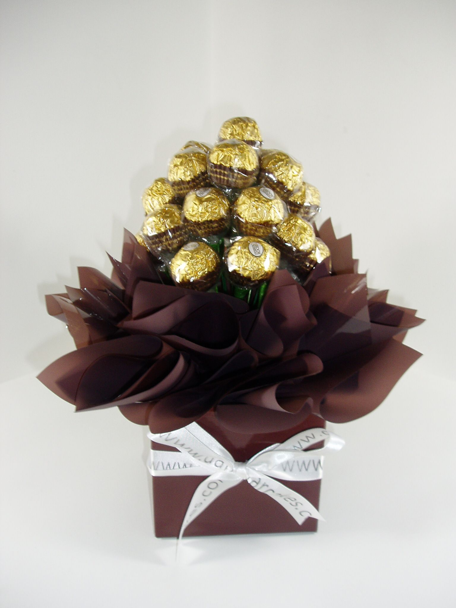 Chocolate bouquet on pinterest candy flowers bouquet of chocolate - Chocolate Chocolate Bouquet