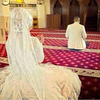 Muslim couple praying together..   Muslim couple in 2019 ...