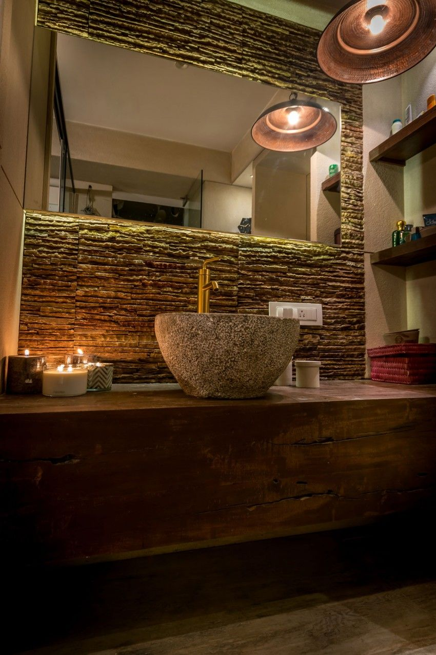 Repurposed materials create vibrant mumbai home rev tements muraux salle de bain parement - Revetements muraux salle de bain ...