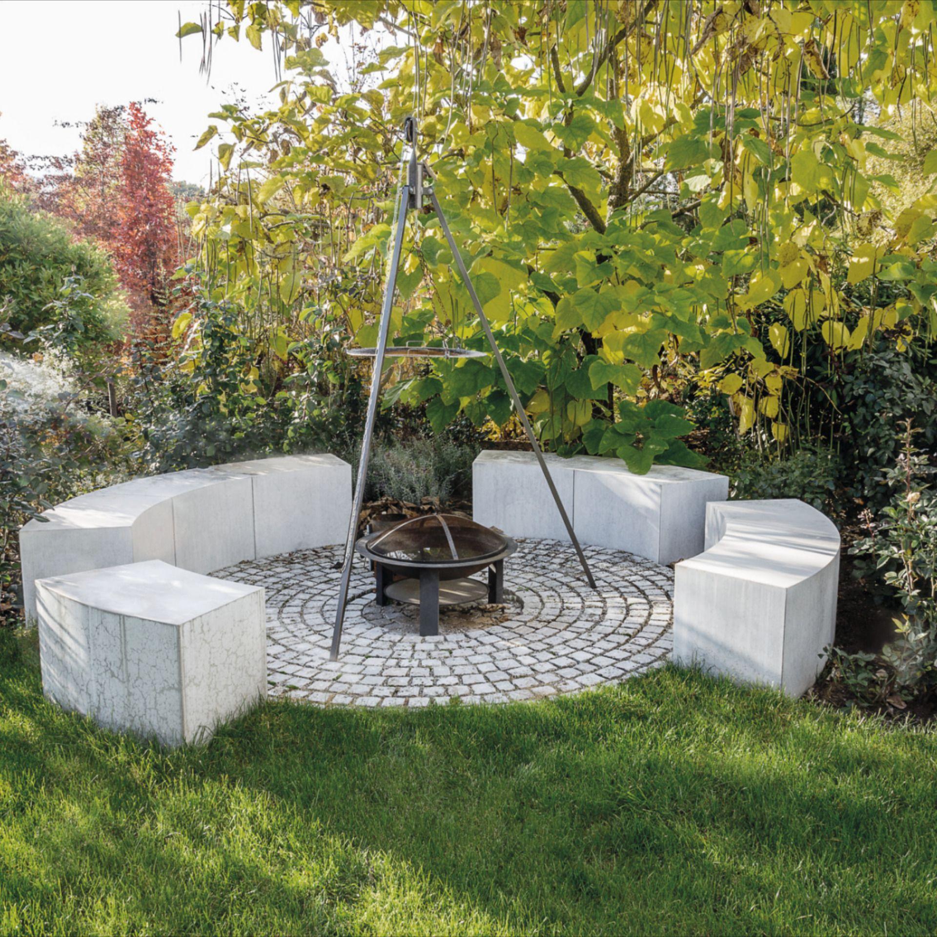 Feuerstelle Mit Sitzgelegenheit Rund In 2020 Feuerstelle Garten Grillplatz Im Garten Feuerstelle