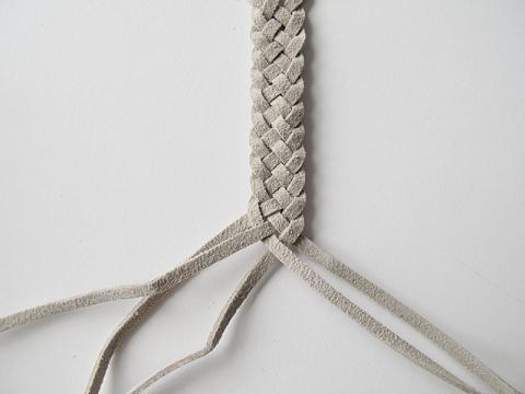 63fb61dd9082 Como hacer pulseras trenzada de cuero (8)