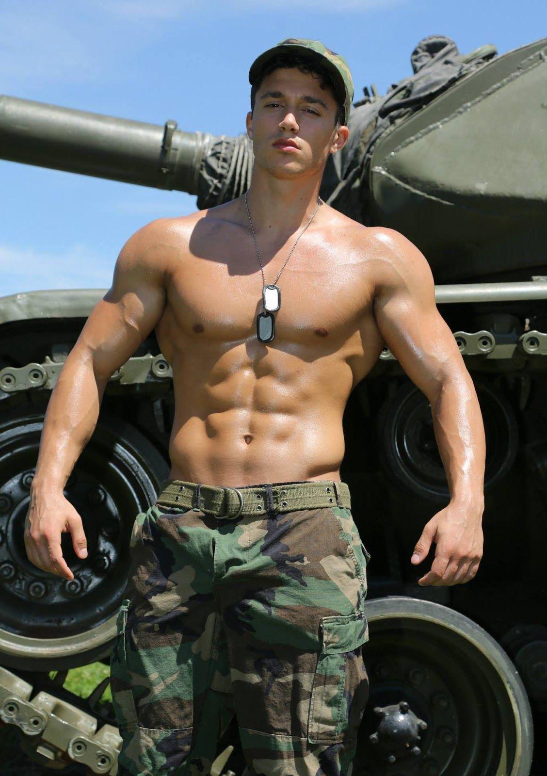 накаченные мужчины в униформе - 9