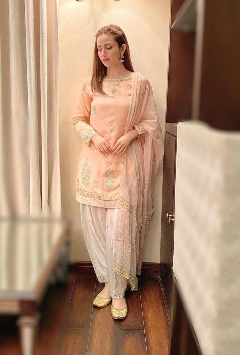Pin By Hunain On Celebs In 2020 Simple Pakistani Dresses Sleeves Designs For Dresses Designer Winter Dresses