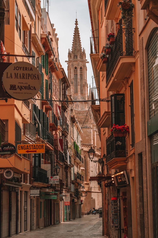 Beautiful streets of Palma in Mallorca - Best Things to Do in Mallorca #palma #mallorca #spain #photography #travelphotography