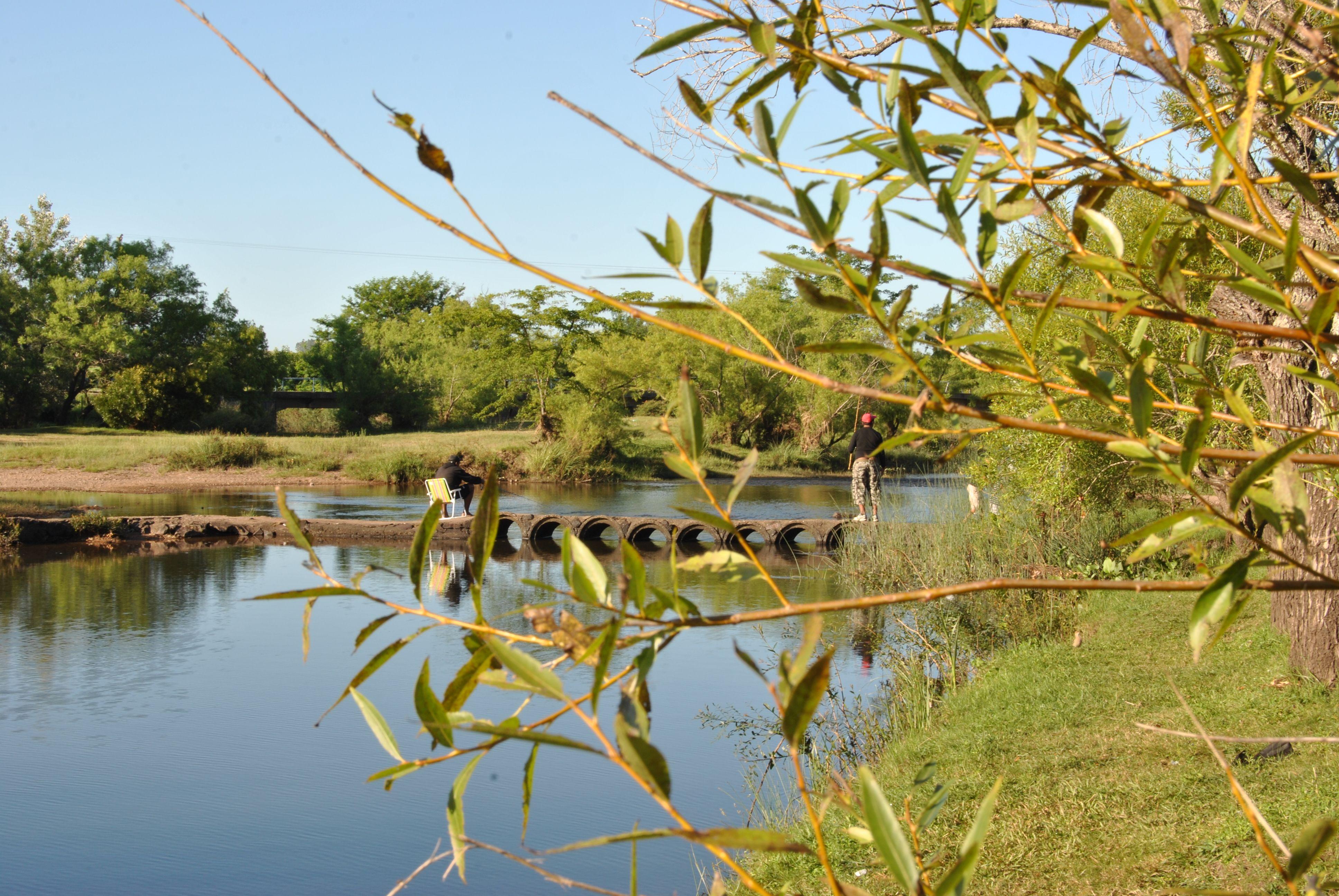 A dos kilómetros del Cerro Arequita, pasando el río, está el Cerro de los Cuervos, que tiene en su base a la Laguna de los Cuervos, un paisaje paradisíaco con un camping y servicios recreativos.