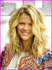 50 easy and cute hairstyles for mediumlength hair  long