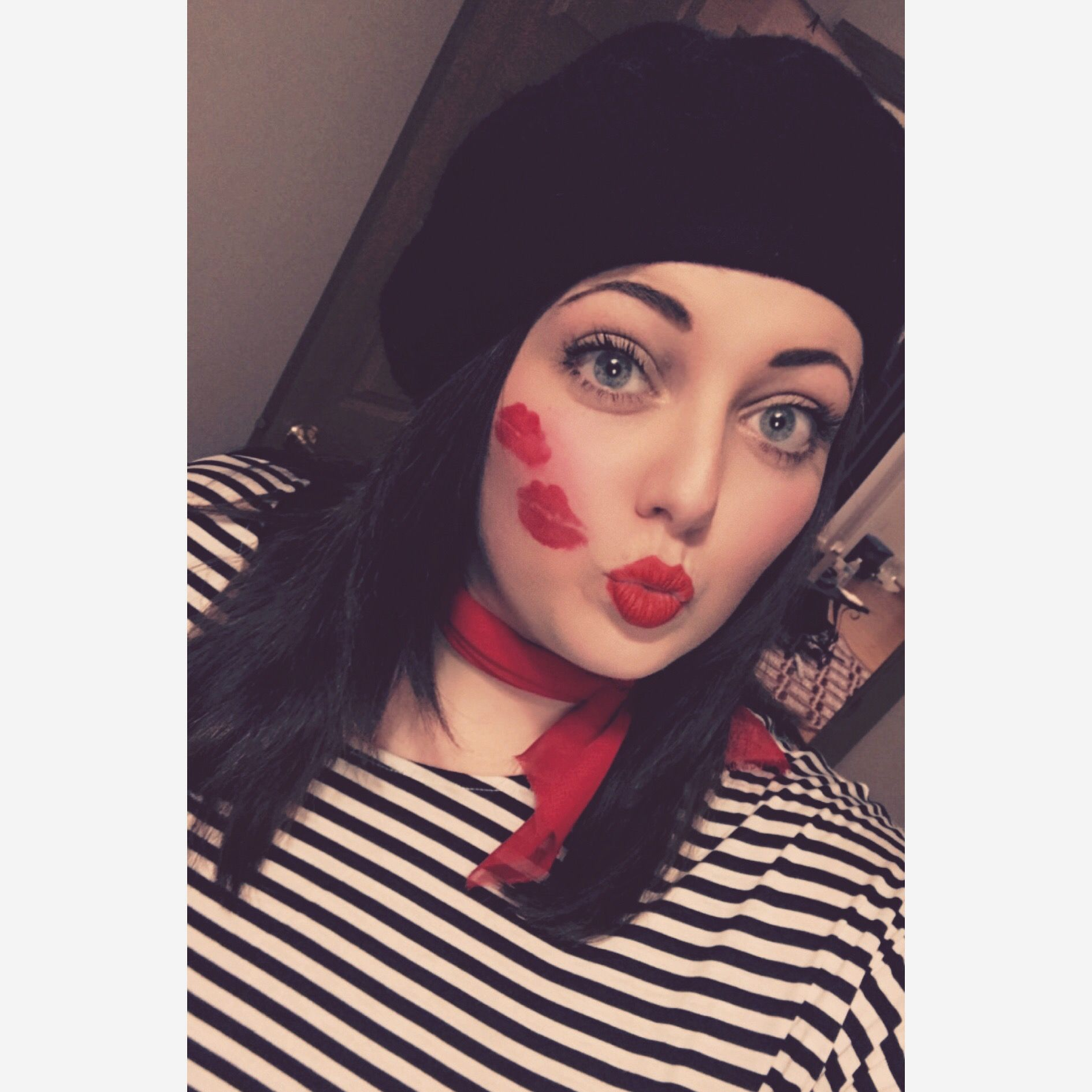 Halloween costume! Punny costume! Pun costume idea! French Kiss Costume #punny #halloween #french #kiss #frenchkiss