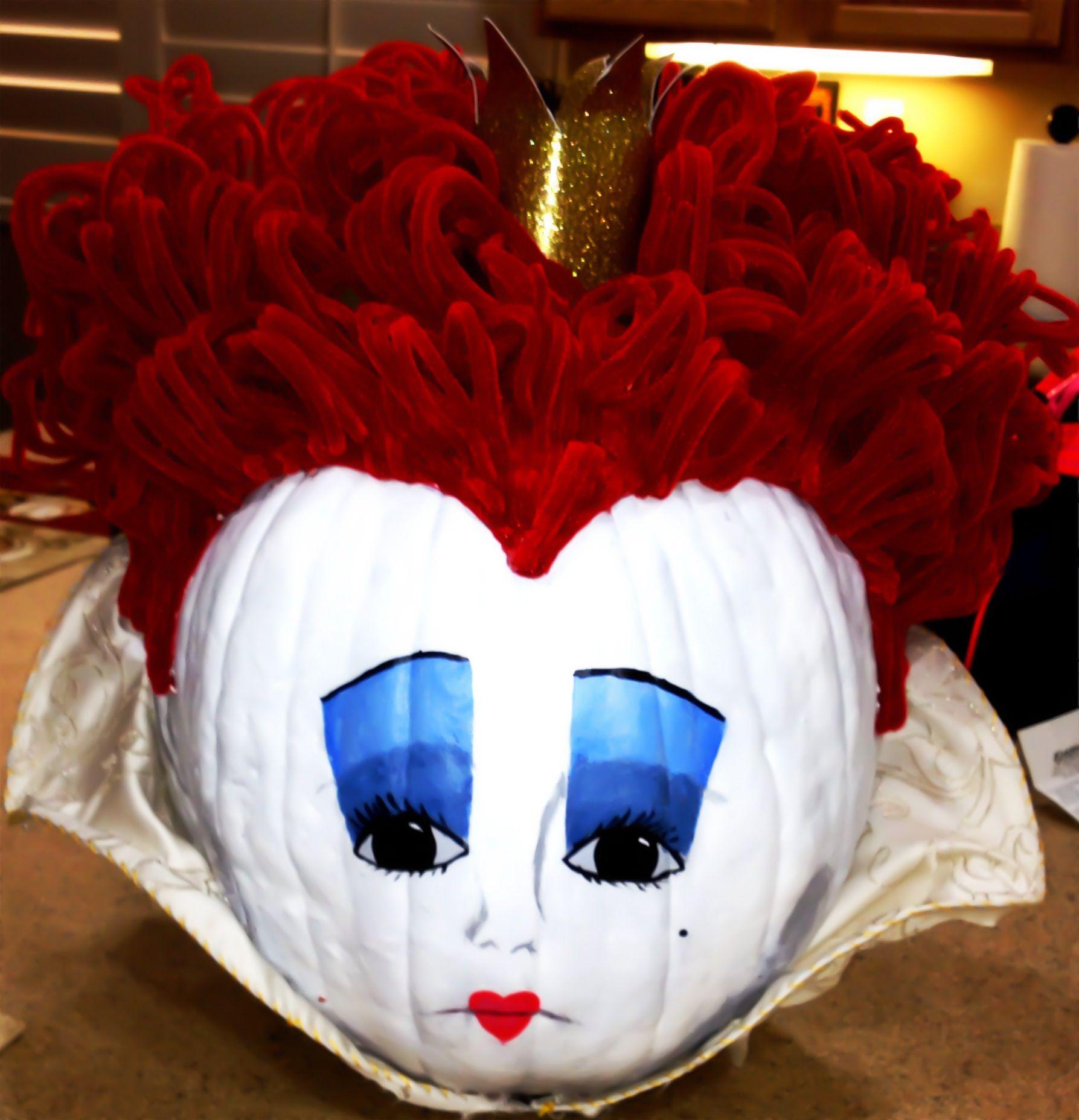 1st place winner pumpkin contest Queen of hearts