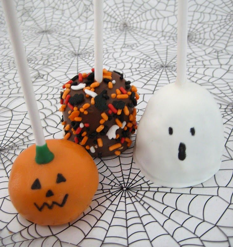 Cute and easy halloween cake pops or marshmallows! Halloween