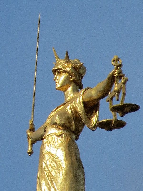 lawlady justice statue londons central criminal court