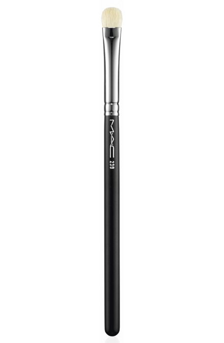 The soft and dense brush to shade or blend eyeshadow.