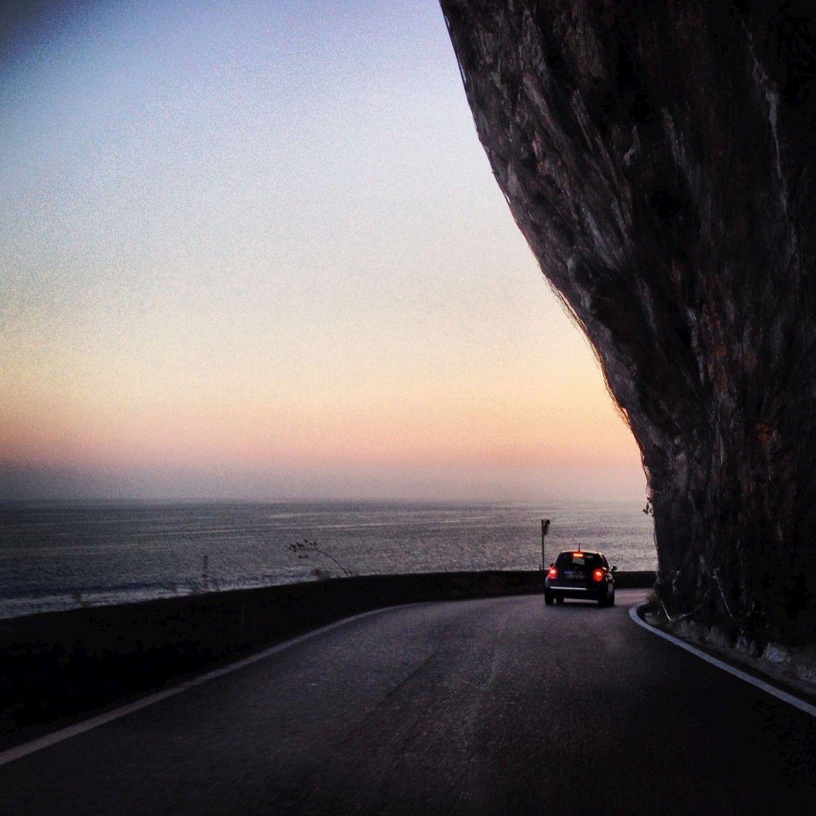 Tire férias e faça-se à estrada para dez das grandes viagens de carro que pode cumprir pela Europa a partir de Portugal.