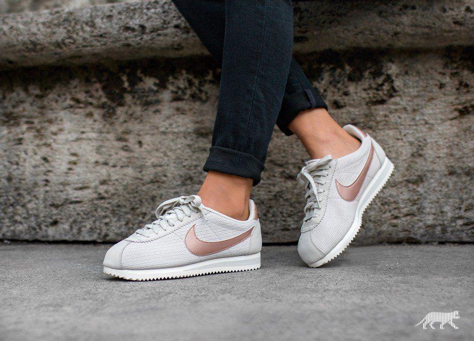 Nike Wmns Classic Cortez Leather Lux (Light Bone Metallic