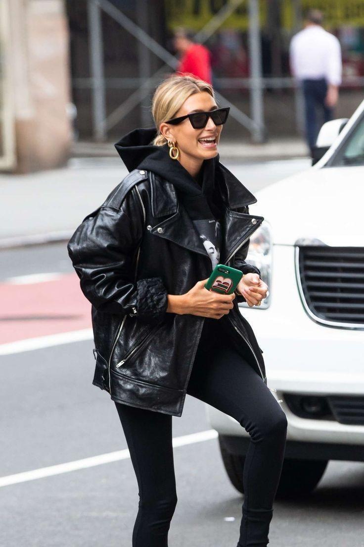 Was Sie zu schwarzen Jeans in 15 von Prominenten anerkannten Outfits tragen sollten | ICH BIN… – Spring Outfit