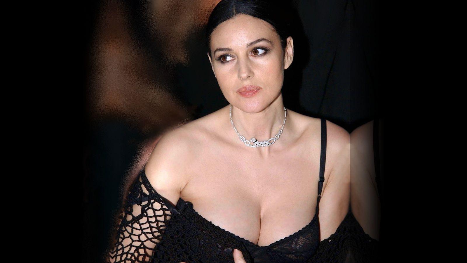 Hot Monica Bellucci Very Romantic Pics Follow Beautiful Girls Www Millionairematch Com