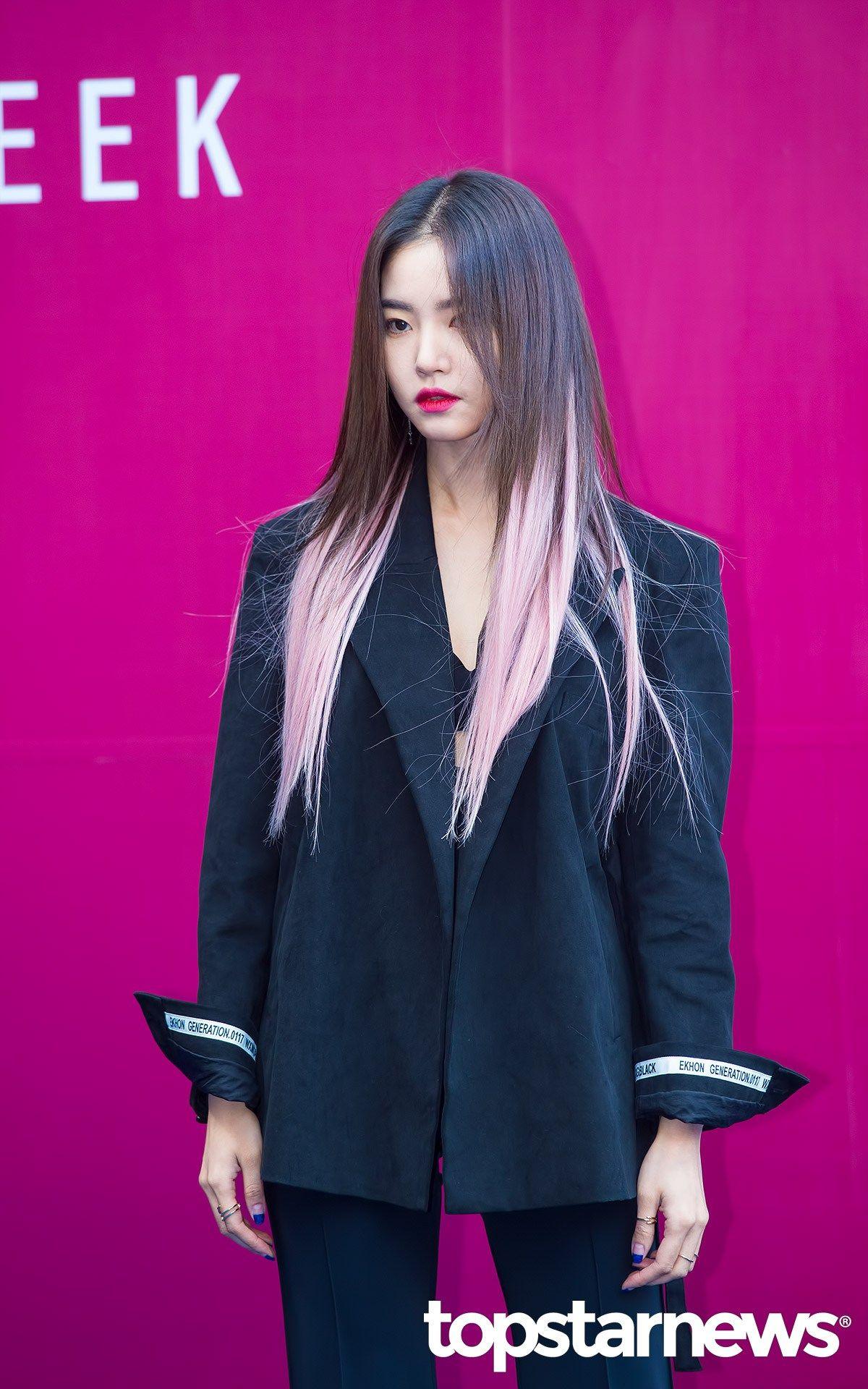 Korea Korean Kpop Idol Girl Group Band Kdrama Actress Hwang Seung Un S Two Tone Hair Pink Pastel Ends Dip Dye Ha Korean Hair Color Korean Hairstyle Pastel Hair