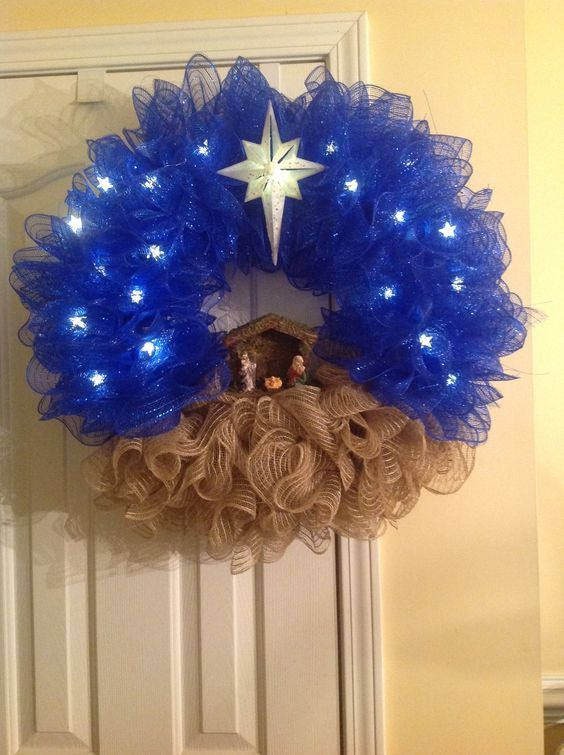 Quick and Simple DIY Christmas Wreaths for Front Door - Nativity Scene #decomeshwreaths