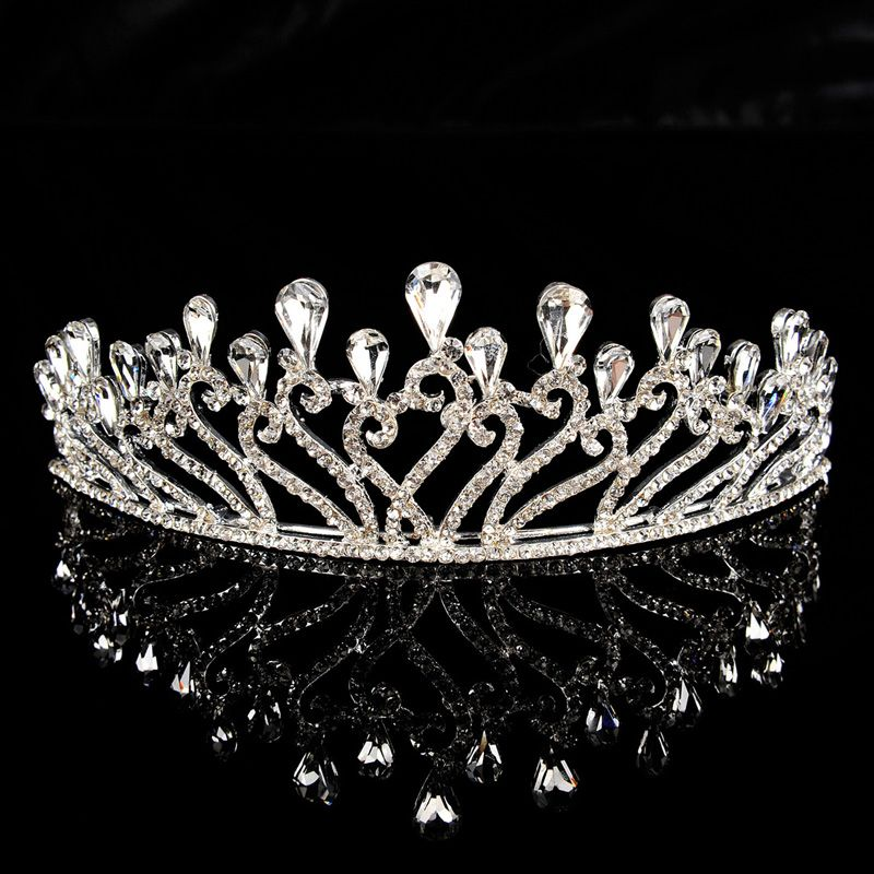 Flower Blossom Inspired Wedding Tiara with Rhinestone Category:TiarasMaterial:AlloyMaterial Color:Silver/GreyShown Color:SilverEmbellishment:Rhinestones/CrystalHeight:4.5Diameter:14 Only $17.99 USD