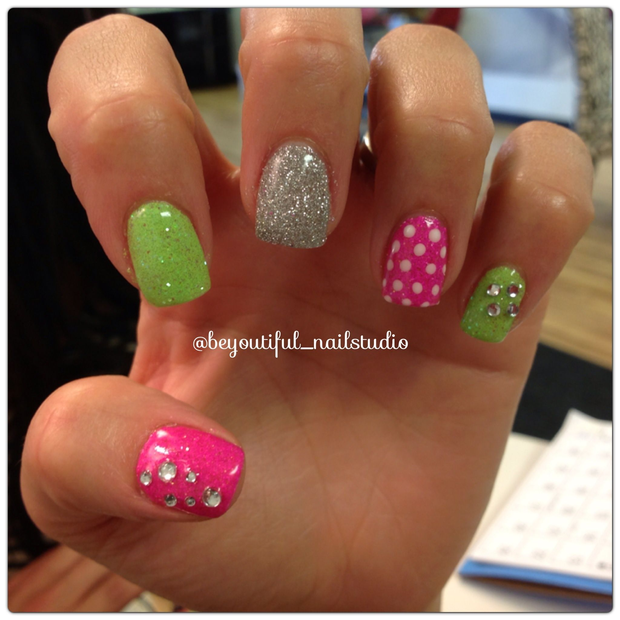 Pin By Suzanne Pham On My Style Green Nail Designs Green Nails Christmas Nails Easy