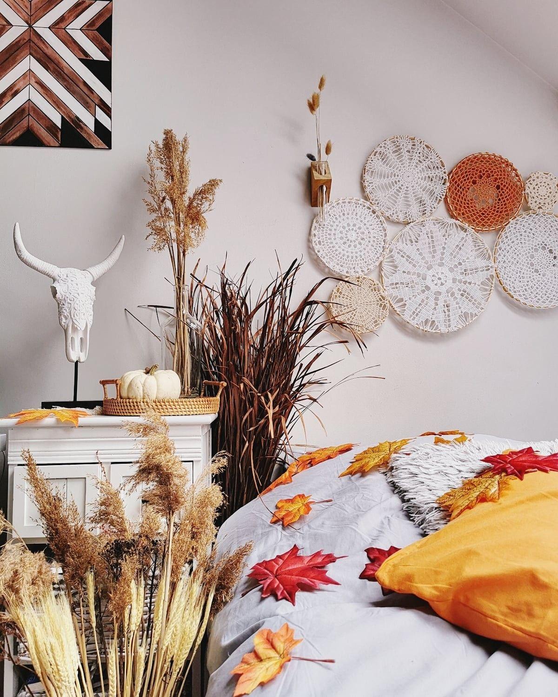 Uwielbiam to zdj. Połączenie ukochanego stylu i ulubionej pory roku. #bohostyle #bohohome #bohodecor #bohodesign #bohodecoration #boho #autumn #livingroom #decoration #handmade #deco