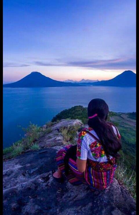 Combinacion de colores..en el bello lago de Atitlan Guatemala