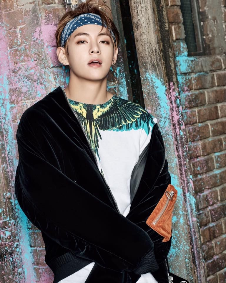 Vai com calma aí Sr. Taehyung o meu coração n guenta n tá BTS  You Never Walk Alone