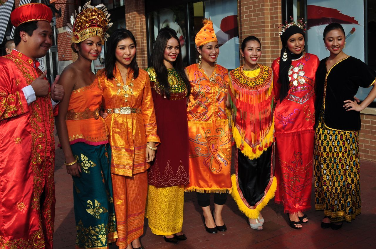 World traditional Attires  12555IndonesianFestIndonesianTraditionalCostume  World traditional