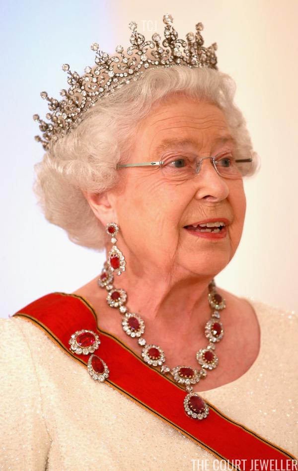 Tiara Troubles Meghan S Uncertain Royal Jewel Future The Court Jeweller Queen Elizabeth Tiaras Royal Jewels Royal Crown Jewels