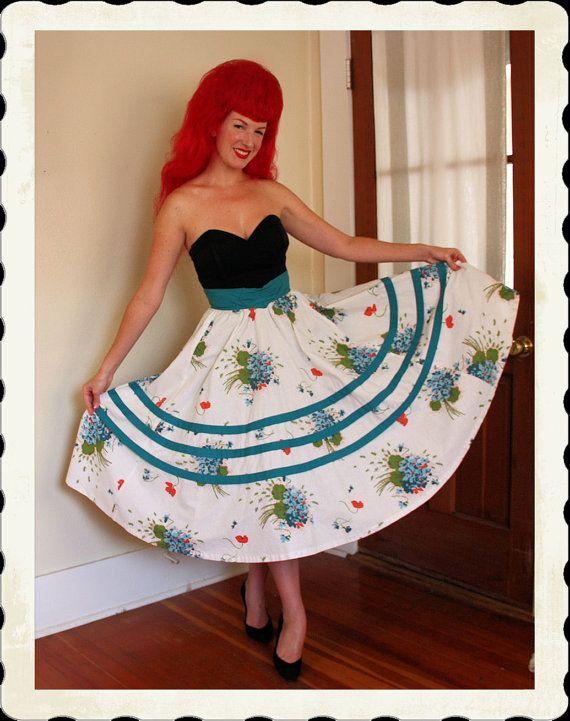68434977a09 GORGEOUS 1950 s High Corset Wasp Waist Novelty Floral Print Cotton ...