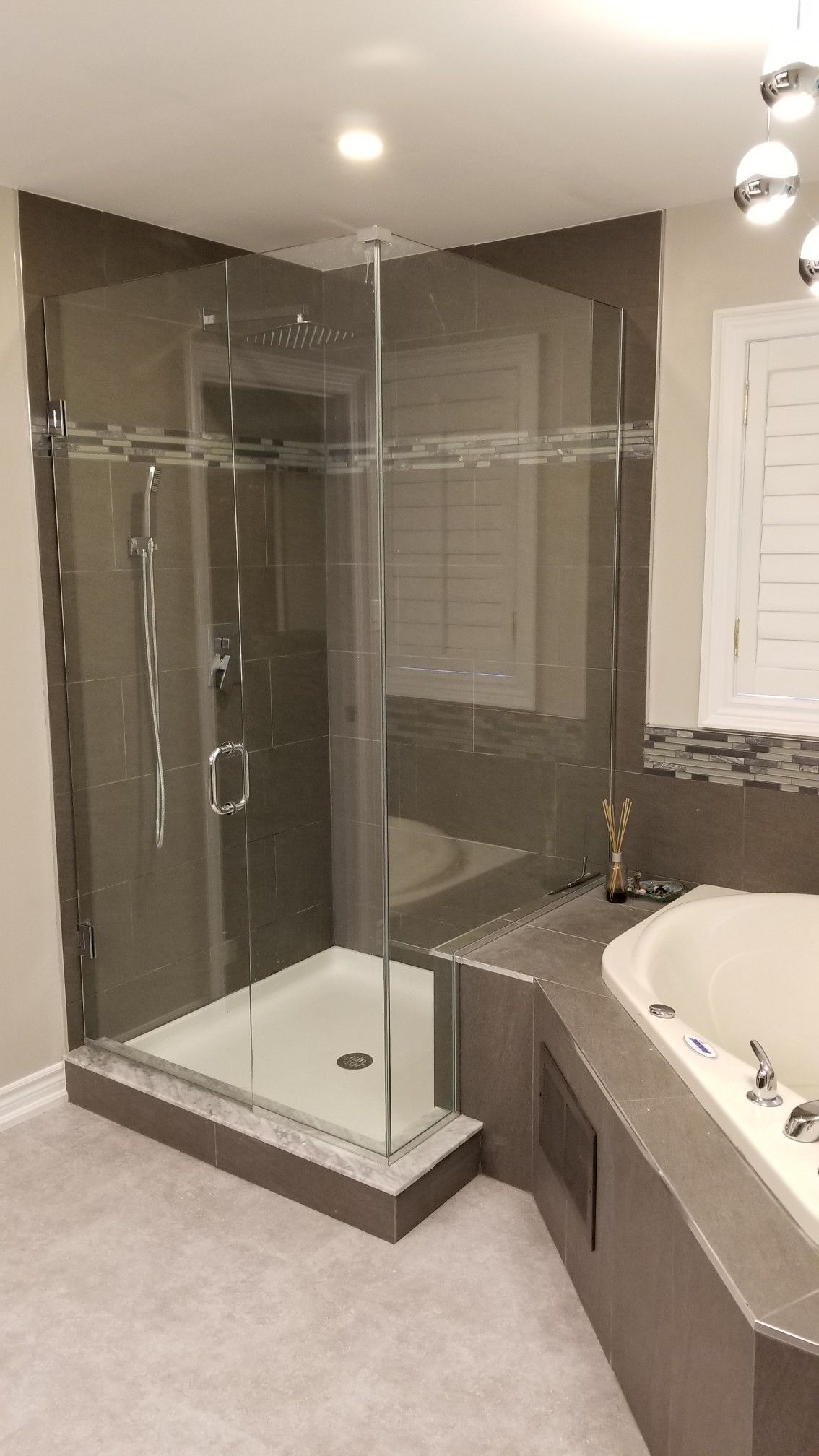 Glass Shower Enclosure With Rain Head Accent Tiles Jacuzzi Tub