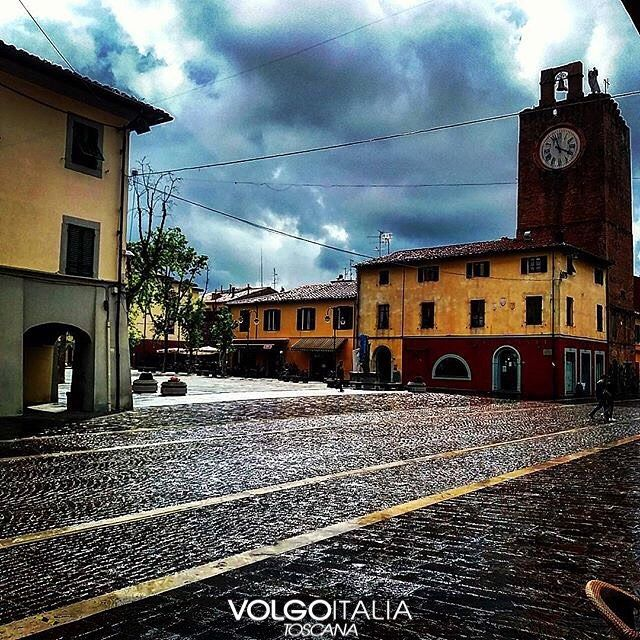 Cascina (PI) Foto di  @paolobacciardi  #cascina #toscana #italia #italy #volgotoscana #volgoitalia #turism #holiday #travel #instatravel #travelgram #turismo #italyturism #italytravel #italytour #travelingram #madeinitaly #iloveitaly #volgosocial #borghiditalia #borgo #village #piazza #campanile #orologio #nuvole #Square #bell #clock #clouds by volgotoscana