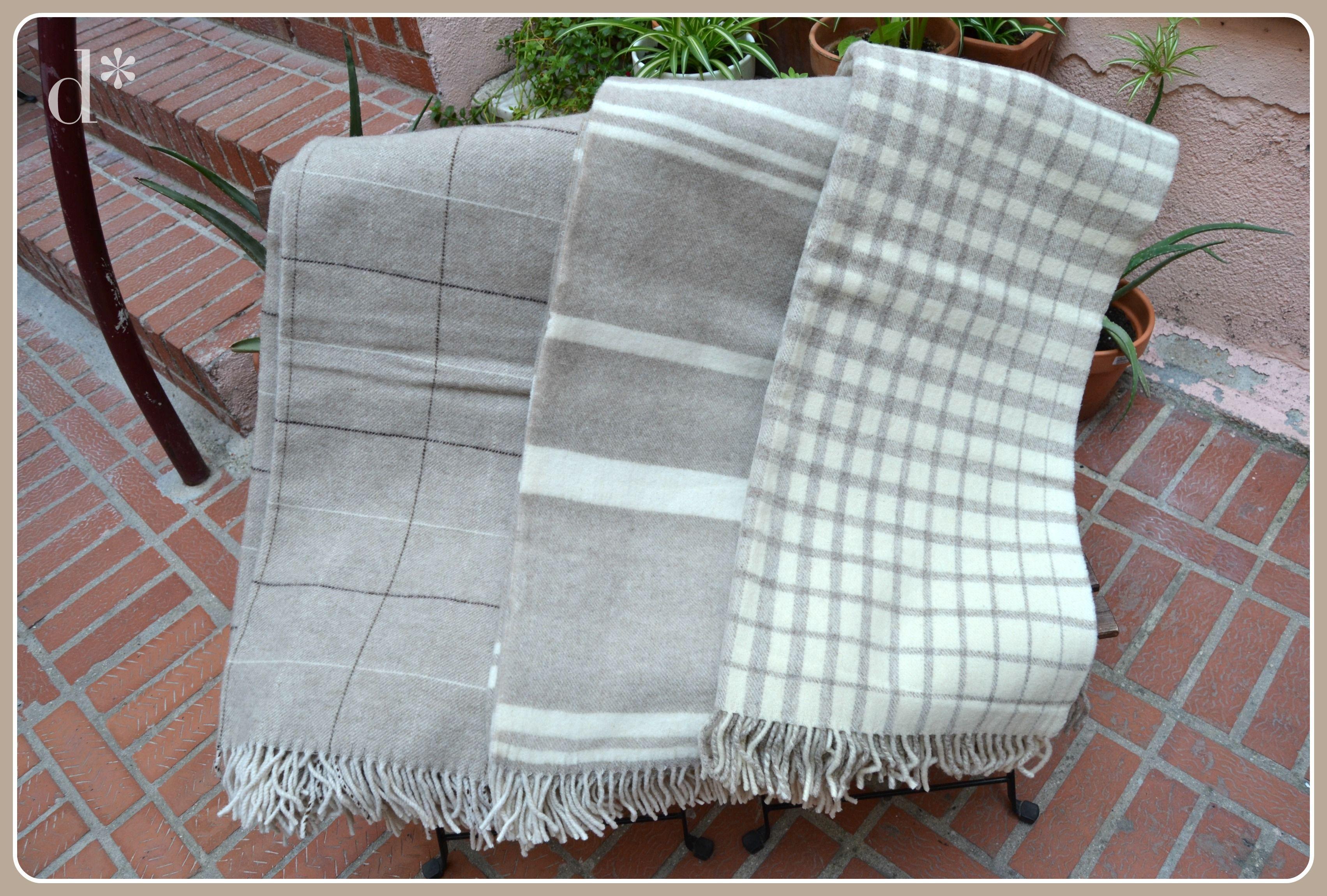 Mantas de lana 100%, artesanales producidas en telar, colores naturales. Val de San Lorenzo. Disponibles en: http://www.dlana.es/blog/nuestros-productos-dlana/