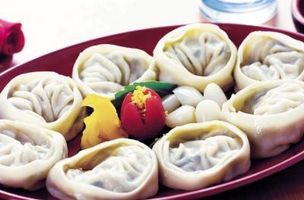 Difference Between Dumplings & Pot Stickers thumbnail....it also explains different dumplings of the world