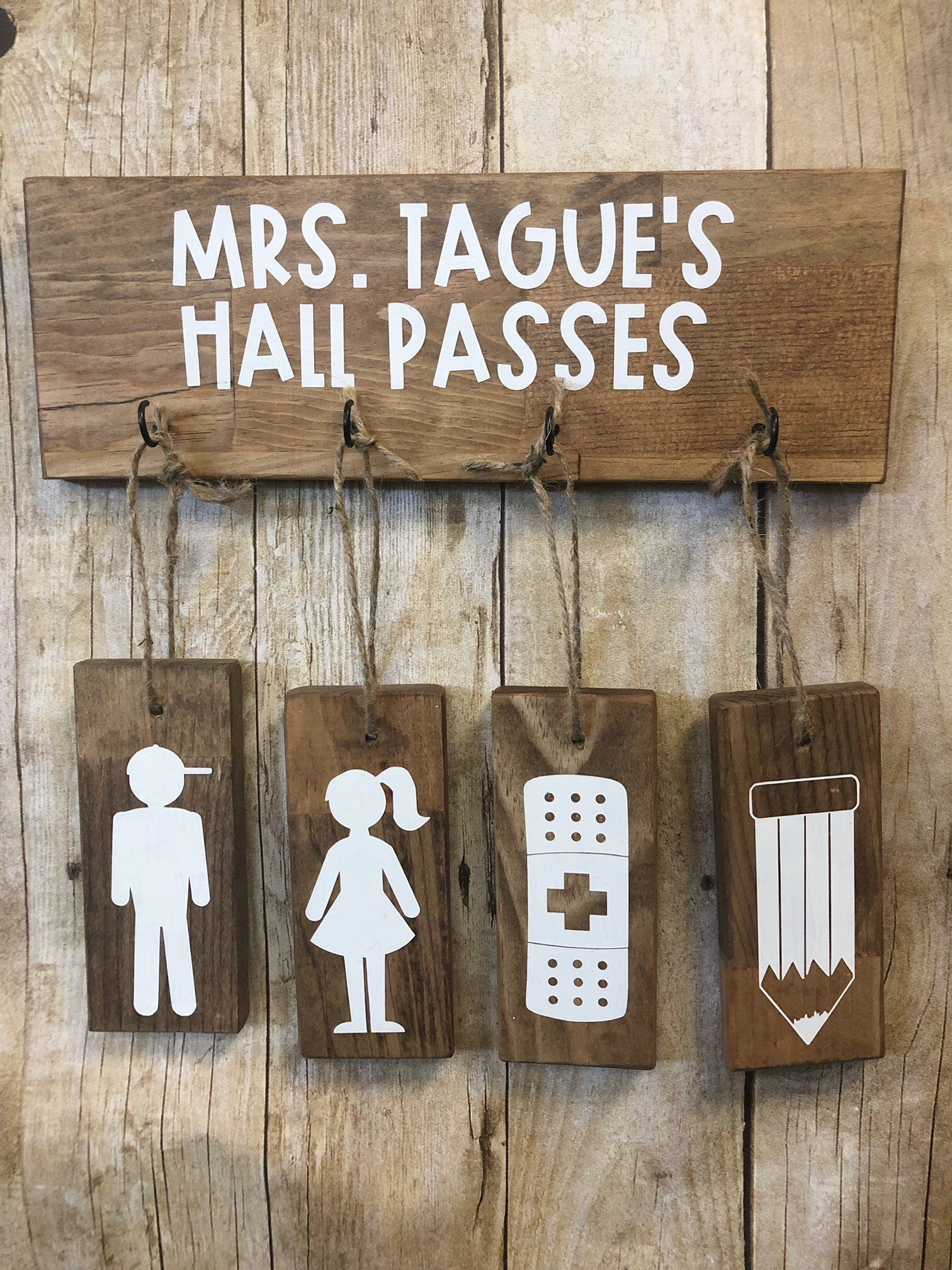 Cute hall pass idea.  Elementary classroom decor, Diy classroom
