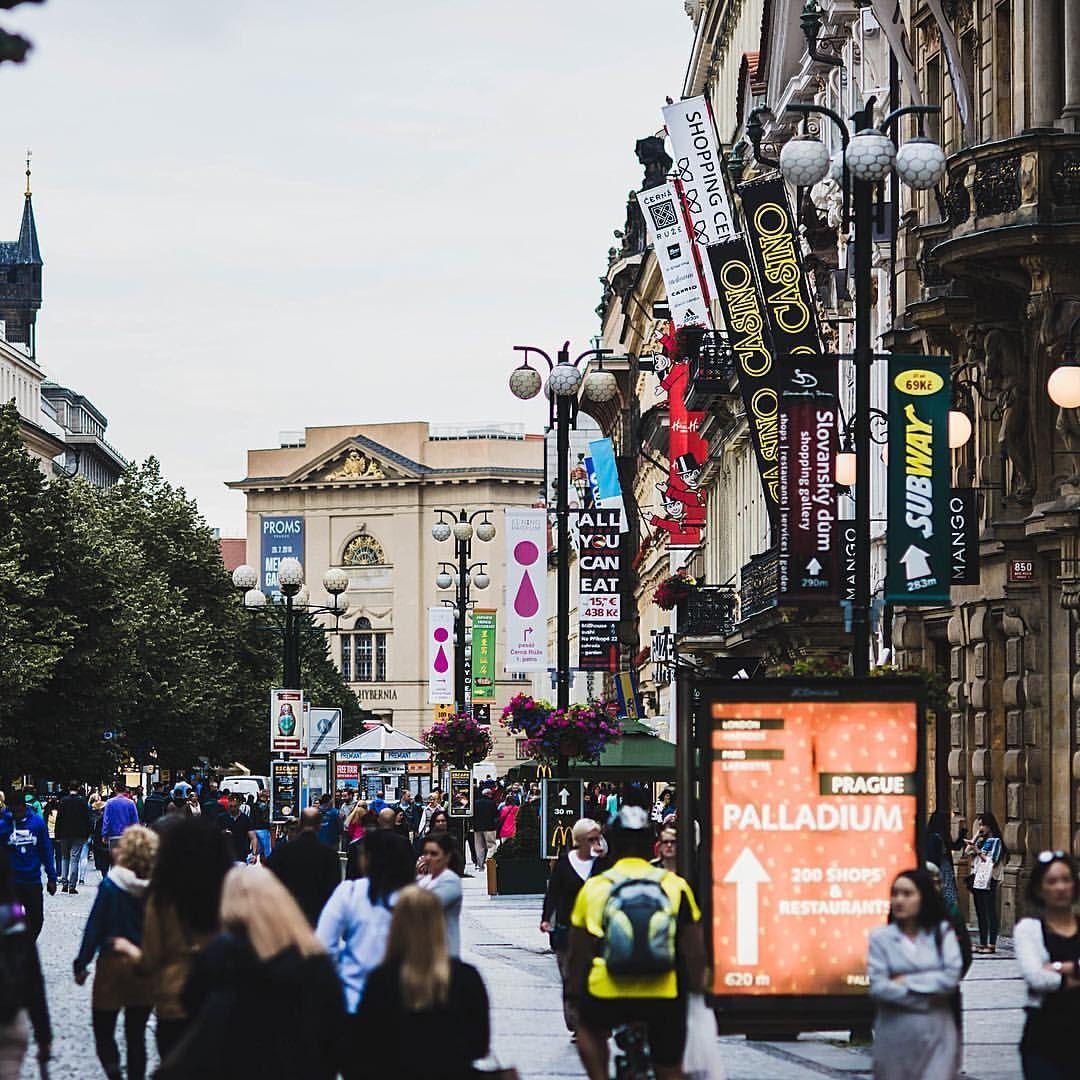 "Gefällt 92 Mal, 1 Kommentare - Daniel Laqua (@daniel_laqua) auf Instagram: ""Shopping street in Prague - Throwback 07/2016 #praha #czech #czechrepublic #photooftheday #travel…"""
