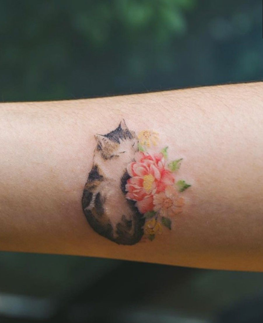 Beauty Lies In Simplicity Minimalist Animal Tattoos Created At Sol Tattoo Parlor With Images Cute Cat Tattoo Animal Tattoos Cat Tattoo Small