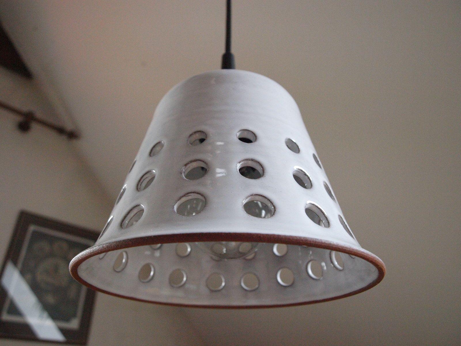 lustr keramický - WHITE BELL keramický lustr, průměr cca 17 cm, cena bez elektrické šňůry pokud byste upřednostňovali jinou barevnost, ozvěte se :)