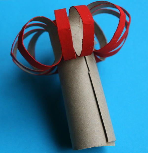un bougeoir et sa bougie avec des tubes de papier toilette bougeoirs papier toilette et bougies. Black Bedroom Furniture Sets. Home Design Ideas