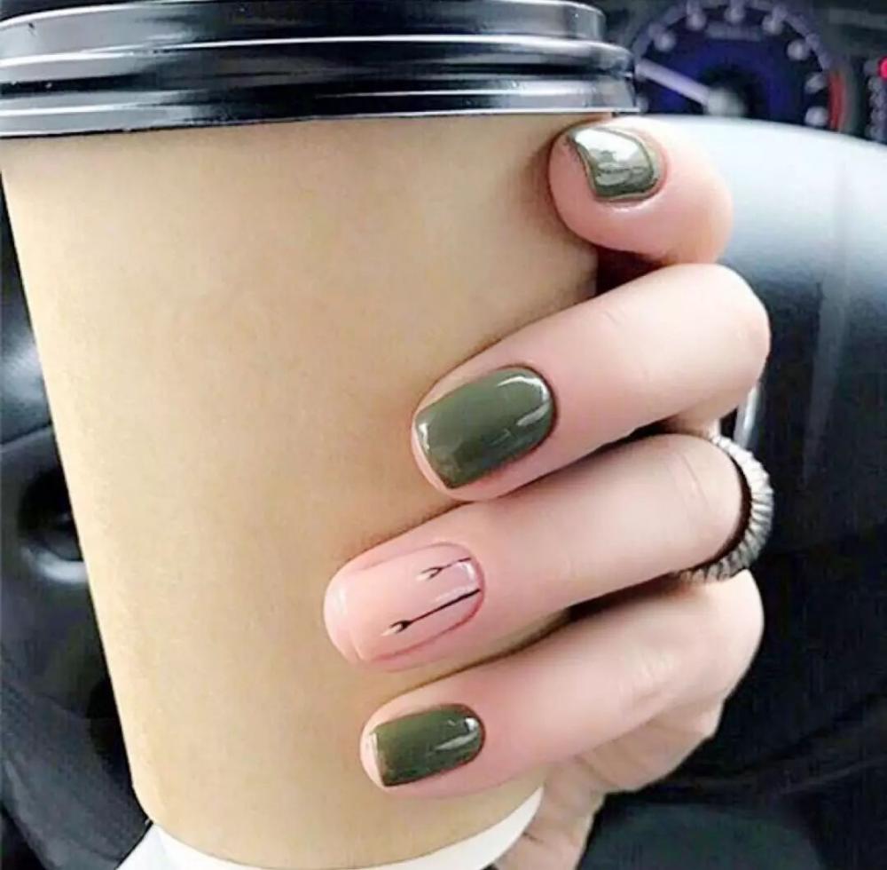 44 Eye Catching Minimalist Nail Art Ideas For Summer 2019 Summer Nails Korean Nail Art Nail Tren Minimalist Nails Minimalist Nail Art Simple Nail Art Designs