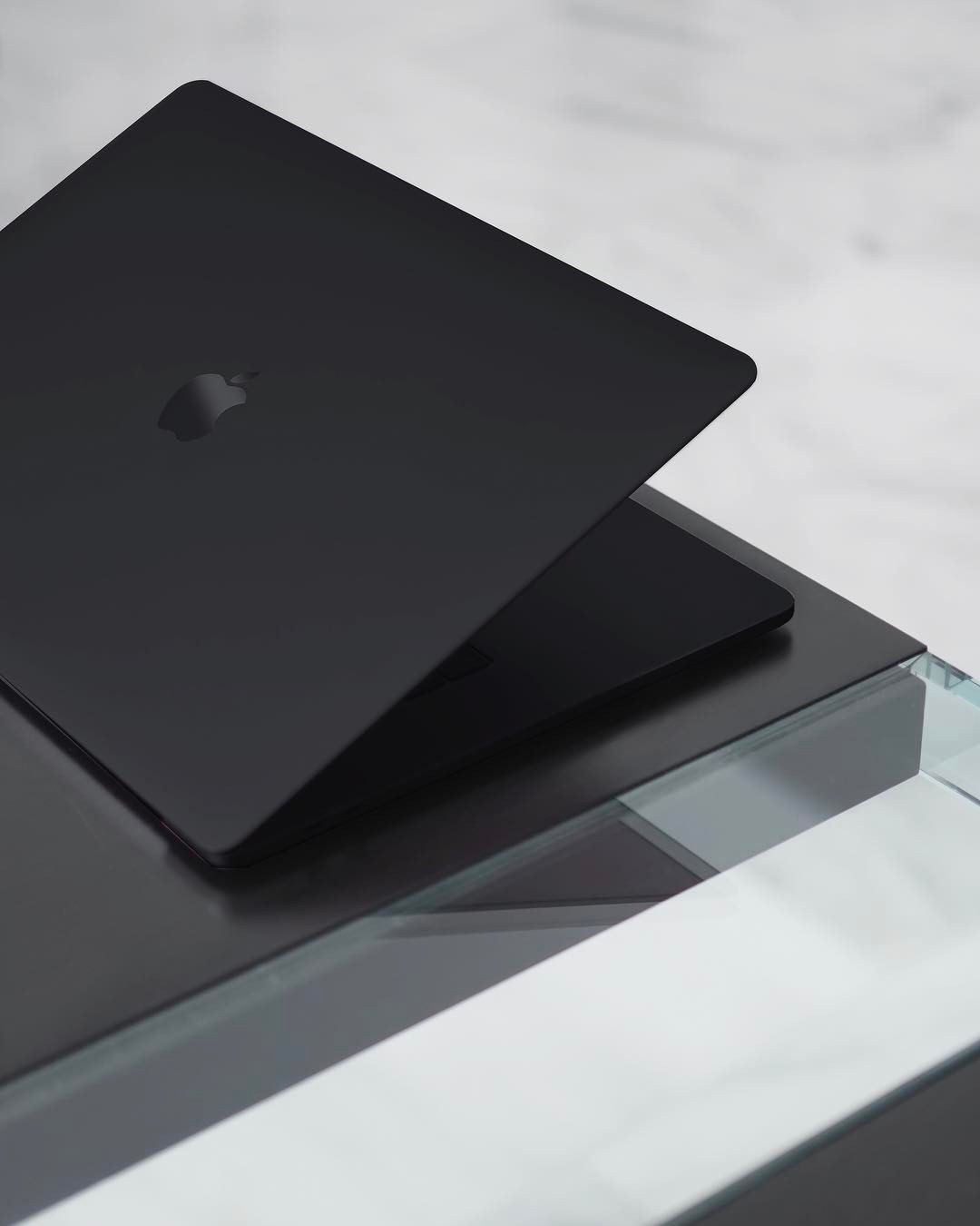 7 605 Likes 86 Comments Julian O Hayon Anckor On Instagram My Weapon Blacked Out Apple Laptop Macbook Apple Computer Laptop Apple Macbook