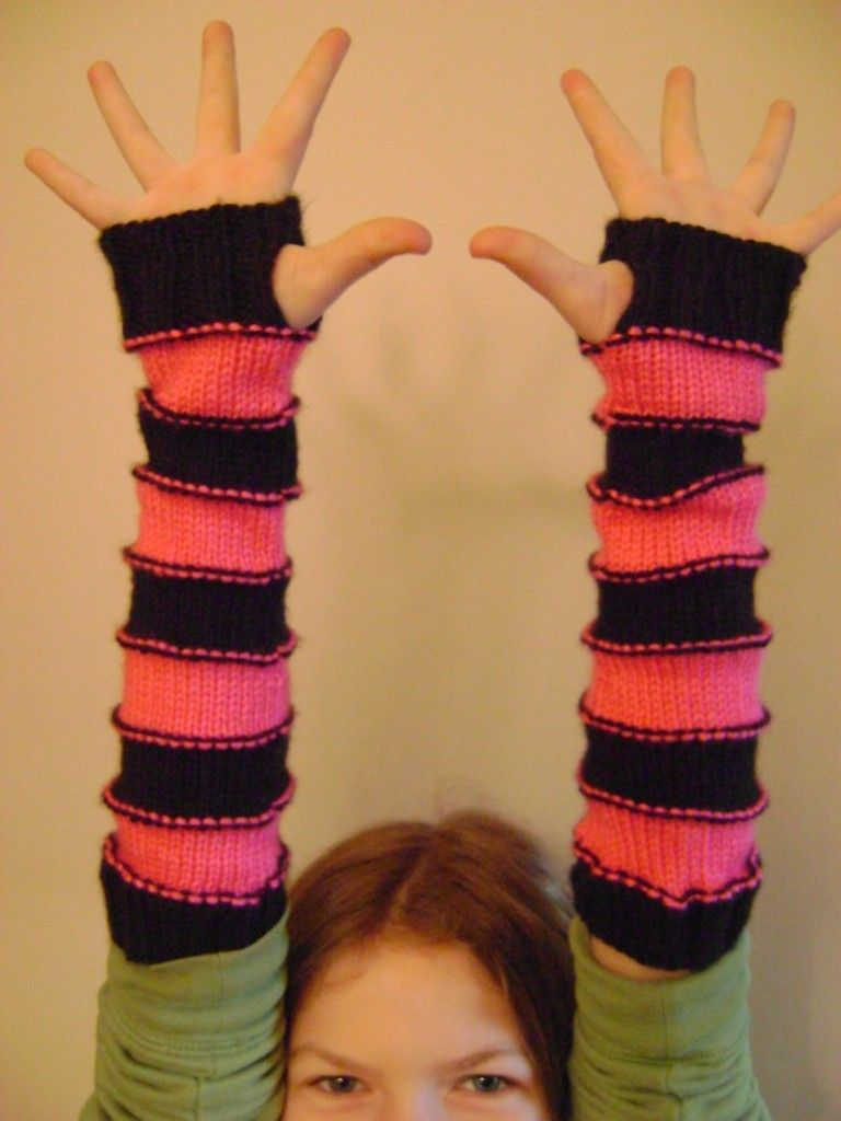Sweet Striped Arm Warmers Free Pattern @Raven Pfister...maybe I can ...