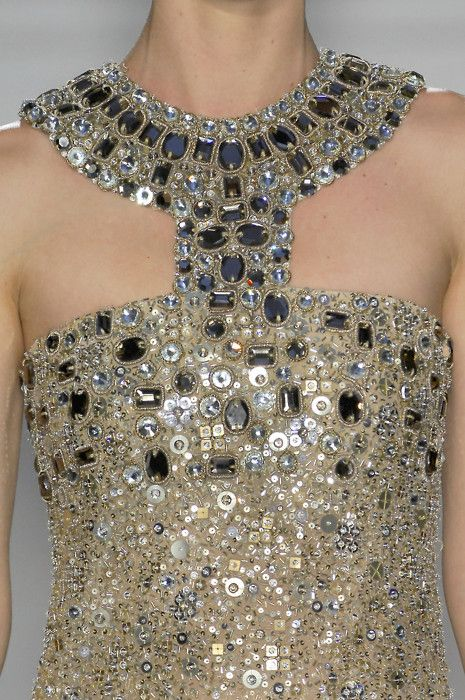 This Oscar de la Renta gown would be a Wedding Day show stopper! #designer #bridal