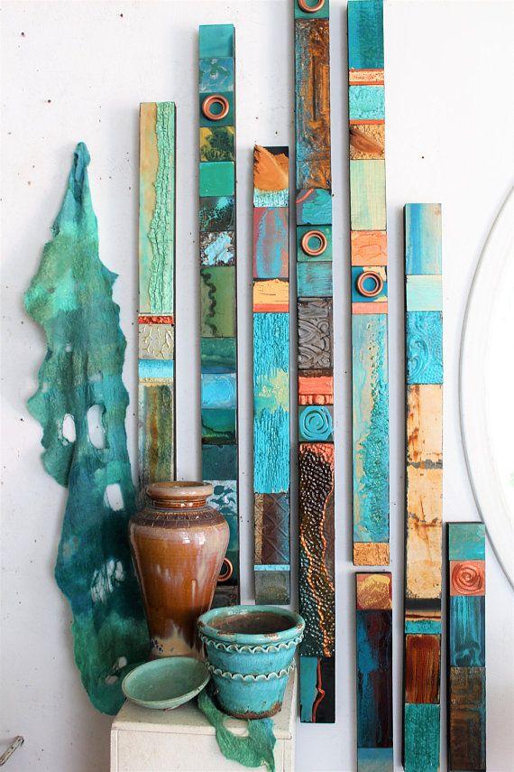 Blau grün Türkis Meer Holz Collage Totems Bio Seaglass Mineralien Zinn Metall abstrakte moderne Boho zeitgenössische Wand Scupture Assembages #collagewalls