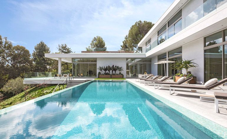 Faring Road House: a contemporary home in Los Angeles by Quinn Architects makes the most of its tranquil surroundings