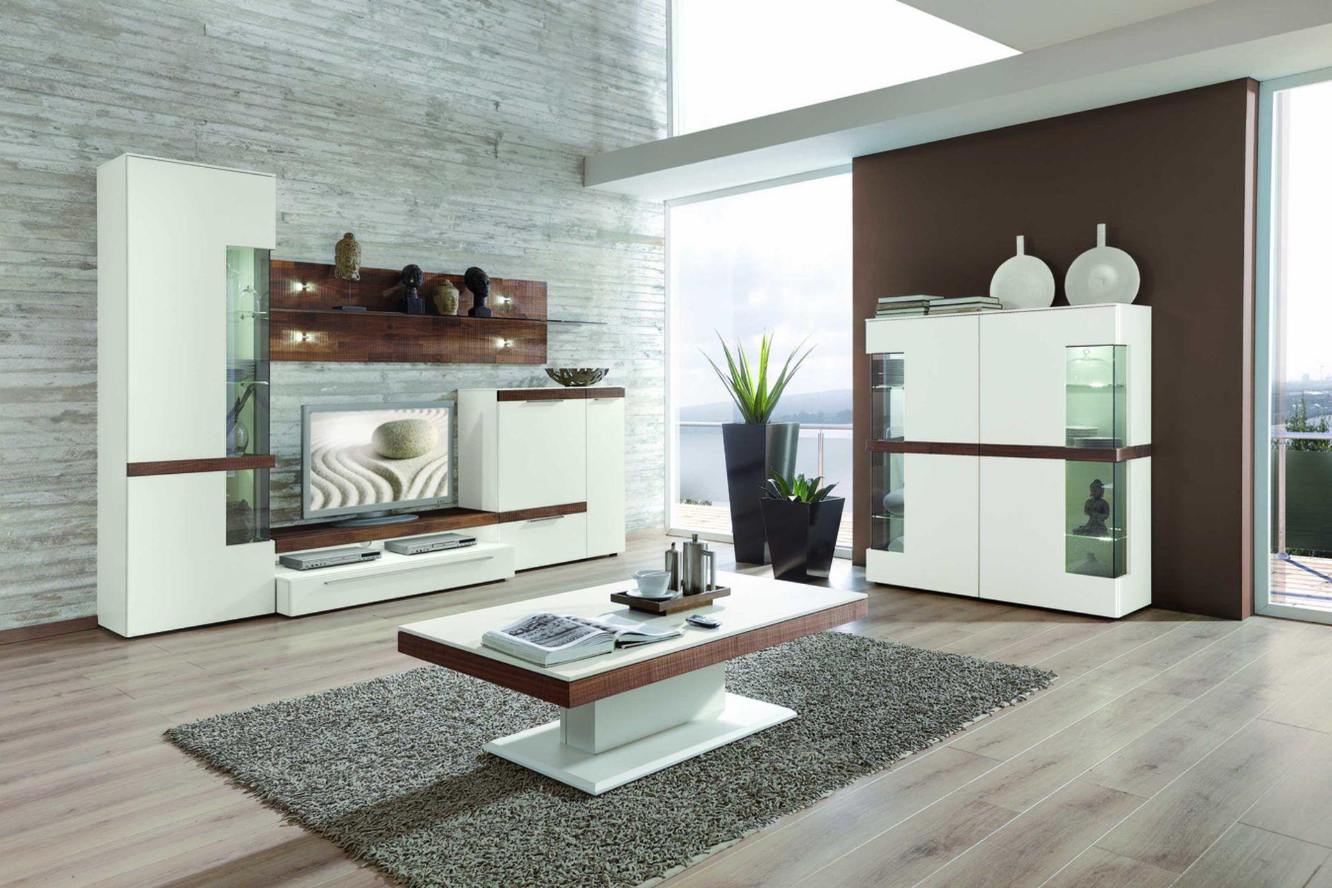 Moderne GWINNER Wohnkombination Vierteilig   Seidenmatte Weiße  Lackoberfläche U0026 Furnierte, Säugeraue Und Geölte Nussbaumflächen.