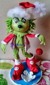 Fofucho de la películaEl Grinch,una especie de ogro verde que viveaislado en la cima de una montaña, y que se dedica arobar los regalos de Santa Claus. Patrones gratis deGrinch e imágenes gráficas para que te resulte mas fácil hacerlo o crearlo.