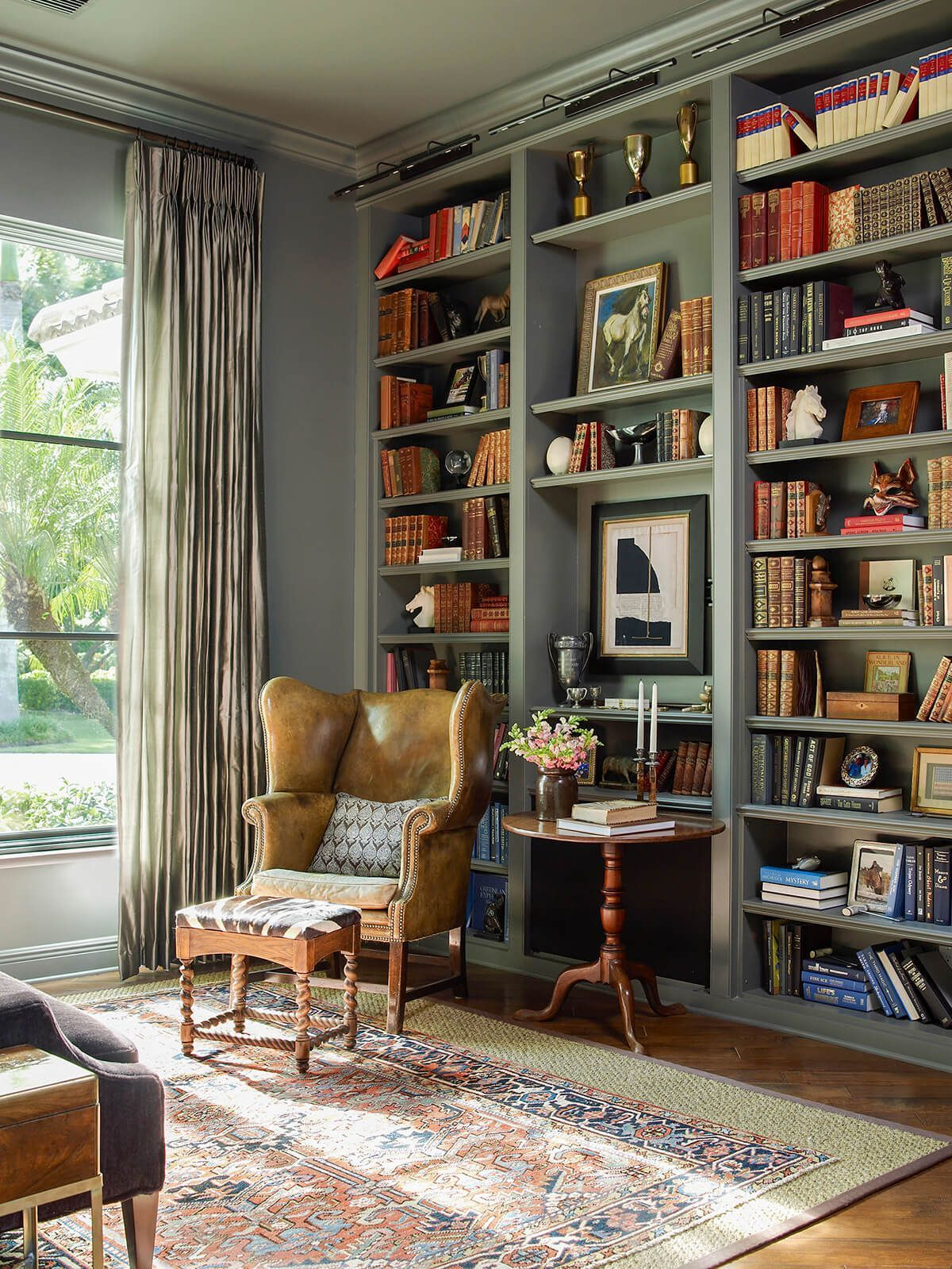 The perfect vintage library for your home  The chair and the color palette