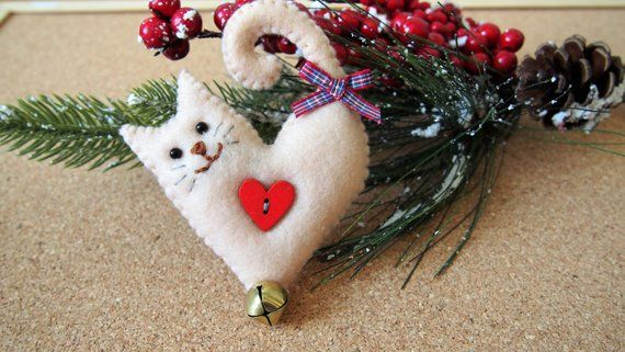 Cat Christmas tree ornament, cat felt decoration, felt Christmas decoration, cat lovers gift, Xmas stocking filler, heart cat Christmas gift