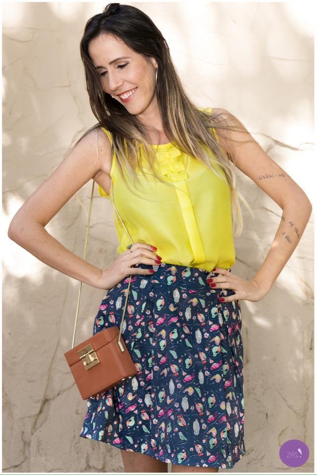 Para inspirar a semana que está começando, um look com cores e um toque retrô! # Vemprazas